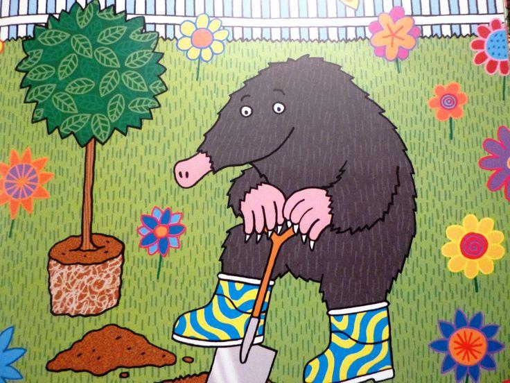 Here he is - Mole digging a hole. op de klas van juf linda een bord; onder de grond
