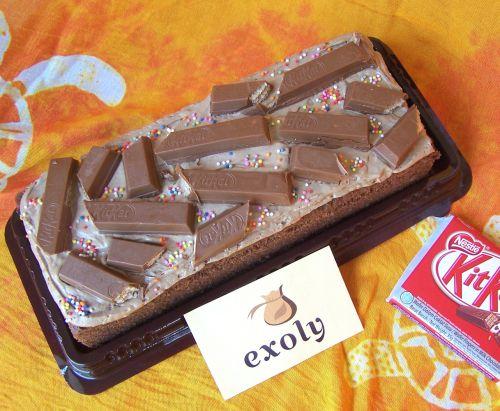 Brownies Kukus Coklat Persegi Panjang Toping Kitkat