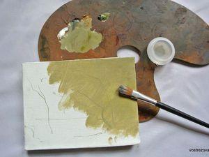 Имприматура упрощает жизнь художнику – с ней ему легче выдержать картину в холодных или теплых тонах, легче выдержать цветовые отношения. А вот писать по белому грунту довольно трудно. Мы не можем одновременно работать по всей плоскости картины, так как в основном пишем только одной рукой и делаем это последовательно. Сначала здесь наложим краску, затем рядом, затем еще где-то...