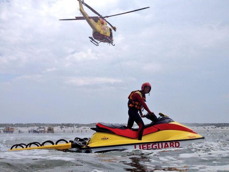 KNRM Lifeguard TSC @LifeguardTSC Vanmiddag nog een grote oefening/demonstratie van de KNRM en Lifeguard waterscooter bij West aan Zee. Start om 15u.