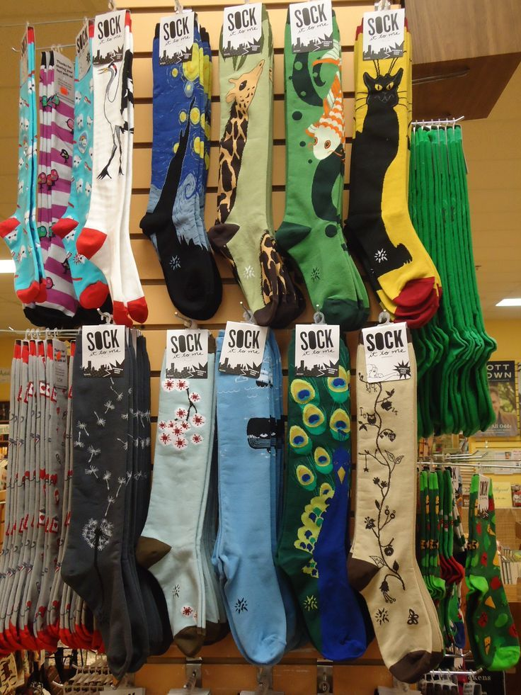 #AlSharpton's socks seem to draw tons of #onlinediscussion. What's with the weird looking socks?  - www.DrewryNewsNetwork.com/register