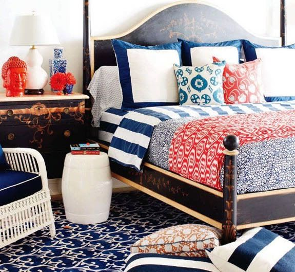 Busy Mixture Of Patterns But Feels Like A Comfy Space Bedrooms Pinterest Coral Bedroom