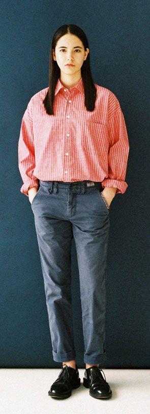 유용하게 입기좋은 스트라이프 유니섹셔츠, 드랍숄더로 트렌디함 가미!. Model : 170cm / 46kg / M size
