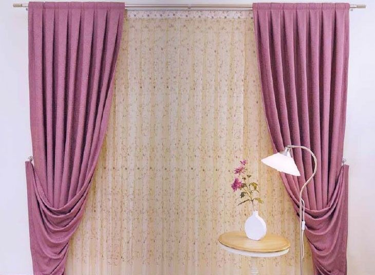 Fabulous #Curtain Design with Beautiful #lamp for a perfect home