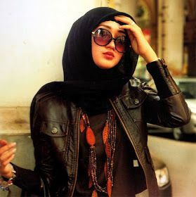 Dian Pelangi, fashion designer from Indonesia #hijabi #accessaries #hijab