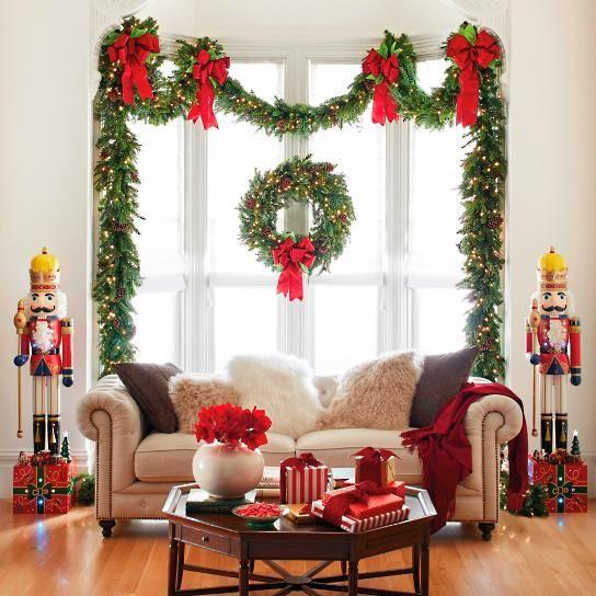 Grand Majestic Cordless Wreath
