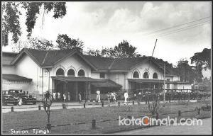 Stasiun Cimahi yang terletak di Jln. Stasiun dibangun sekitar tahun 1886, dibangun oleh pemerintahan Kolonial Hindia Belanda sebagai sarana...