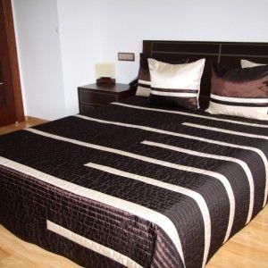 Hnedý prehoz na posteľ s krémovými pásmi