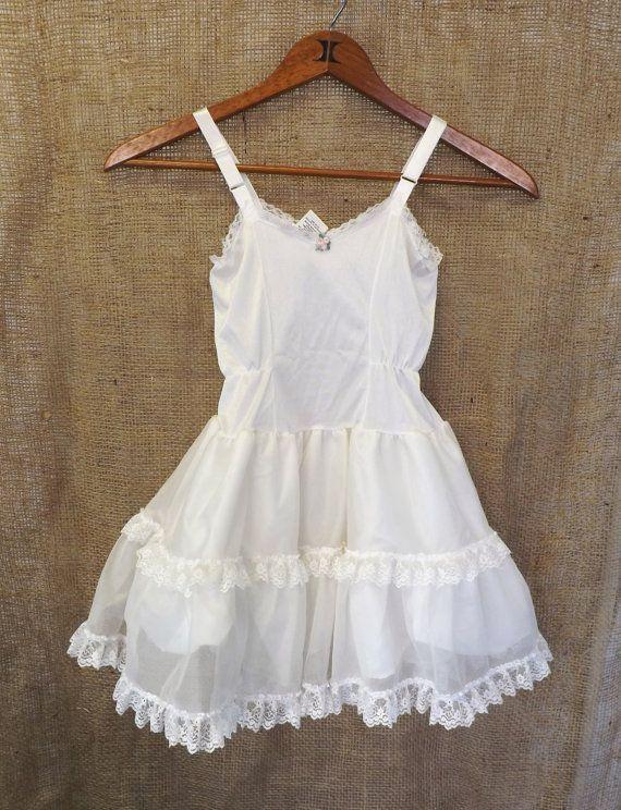 Tell me, Vintage little girls white dress all became