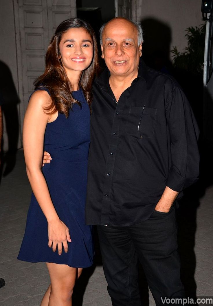 Alia Bhatt with her dad Mahesh Bhatt. via Voompla.com