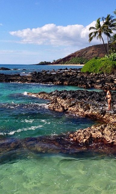 Beaches in Hawaii are so romantic. On your getaway, enjoy the stunning view from Secret Cove/Pa'ako Beach, Maui.