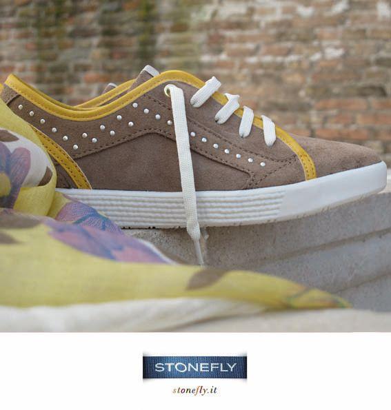 #sneakers #sabbia e #giallo a contrasto
