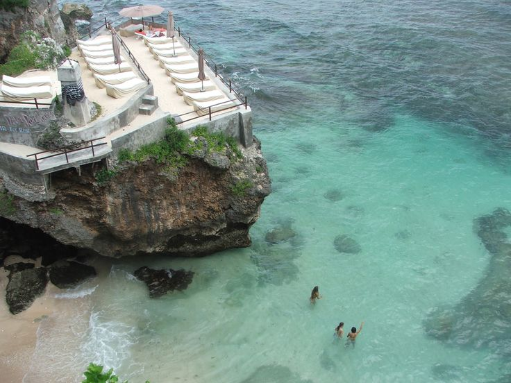 #ulluwatu #cliff #tropical #sunbeds #tanning #aqua