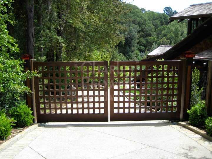 Driveway Gate, maybe use a lattice panel