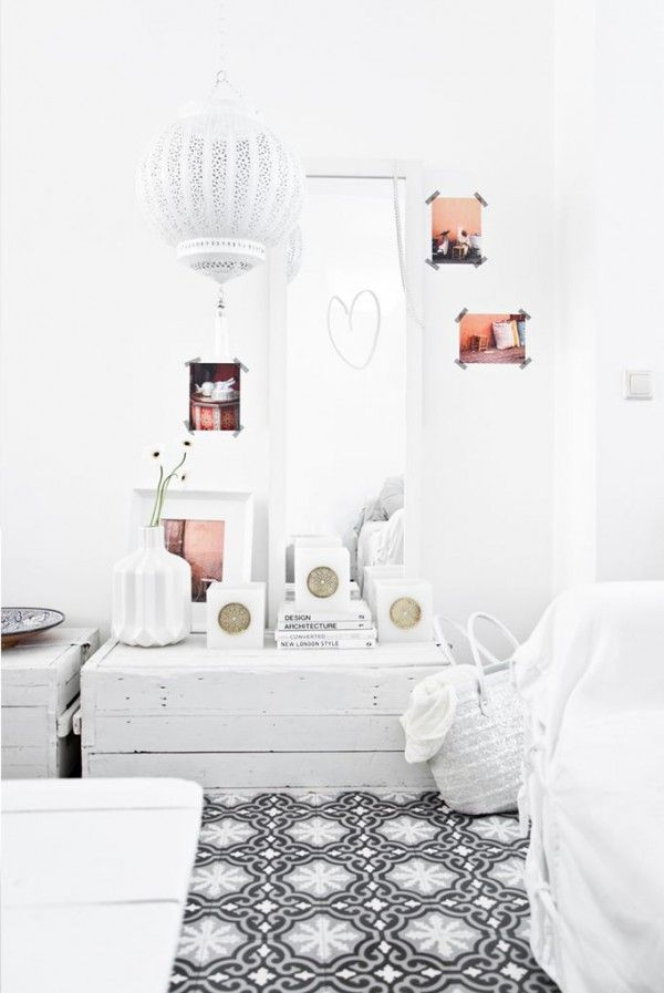 A popular item: the Moroccan lamp. The Moroccan lamp provides a unique and authentic look for each device. Click here for inspiration! #moroccan #lamp #livingroom