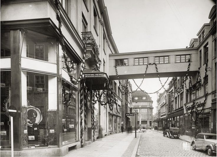 Königsberg. A transition between the two Corps brothers clothing store Siebert (Gebruder German).  Photo OK. 1935