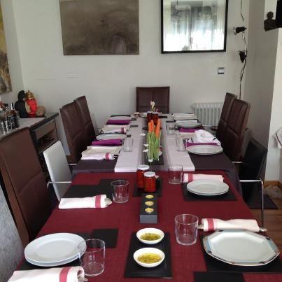 Una mesa decorada con tus #platos de #pizarra, asombrará a tus comensales por su originalidad. #platosypizarras #decoracion #slates #ideasdecoracion #regalos