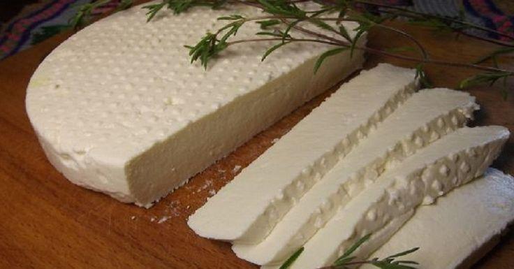 Adâgheia este locul de proveniență a acestei rețete de brânză moale și gingașă. În fiecare an acolo are loc festivalul brânzei de Adâgheia. Vă vom împărtăși și vouă secretul acestei brânze, este mult mai delicioasă decât cea cumpărată și mult mai economă! Ingrediente: -4 l lapte; -1 linguriță de sare; -1,2 l zer; -termometru de bucătărie. Mod de preparare: 1.Zerul trebuie să fie acru, să fie de vreo 2-3 zile. Laptele trebuie să fie de casă, gras și proaspăt. Folosiți sare neiodată…