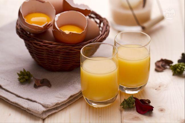 La crema di liquore all'uovo, o Vov, è un preparato di origini venete, per la precisione di Padova, dove venne creato nel 1840 dal sig. Pezziol con tuorli d'uova, alcol, marsala e zucchero.