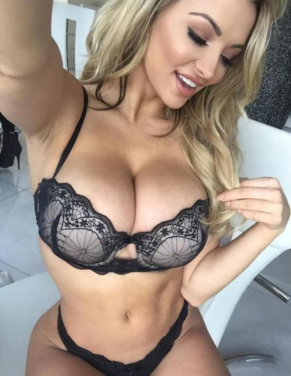 Lindsey Pelas Is Unbelievable  Lindsey Pelas likes to break the internet every once in awhile.