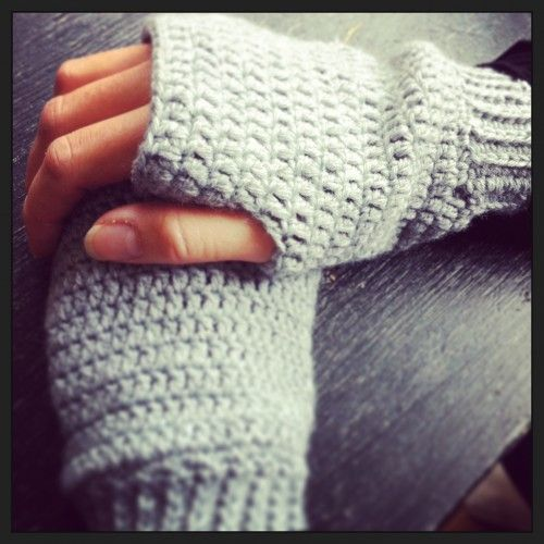 FREE crochet pattern fingerless mittens (English version between [..])