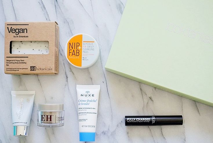 """#ad: Time for another beautybox! The theme is """"Beauty Awakening"""" and contains some amazing products as usual! Read all about them here 🌺 http://beautybymadsen.dk/2018/04/lookfantastic-beauty-box-april-2/"""