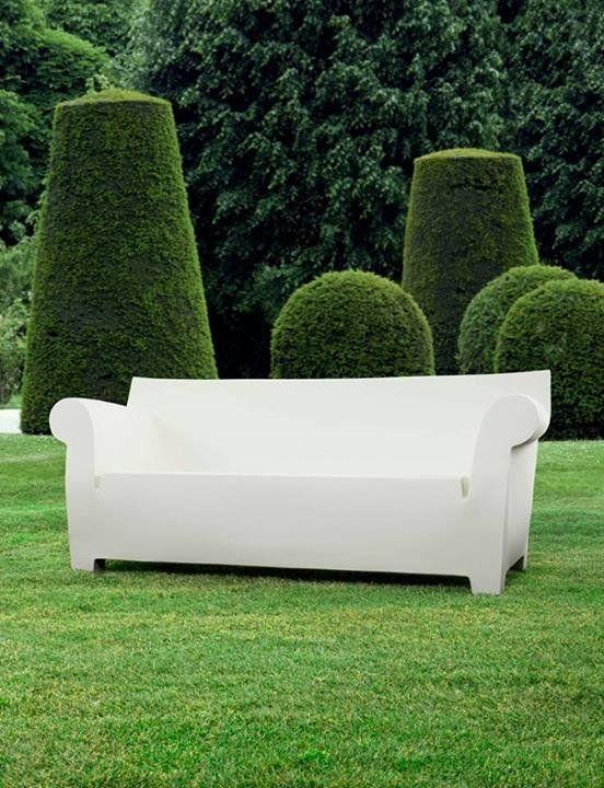 Nos encanta ❤ el #sofá Bubble Club #diseño de Philippe Starck para #Kartell #muebles #jardin #decoracion | Ya sabes, todos los diseños de Kartell, en Sánchez Plá