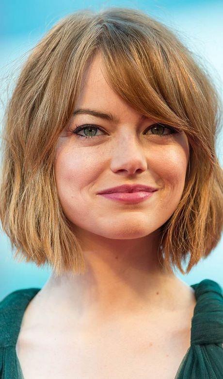 Visage rond cheveux courts avec une frange