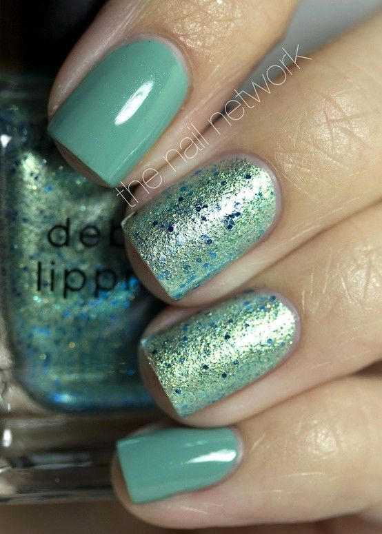 Nail paints / The Nail Network: This is two coats of Zoya Wednesday on index and pinky nails and two coats of Deborah Lippmann Mermaid's Dream on middle and ring nails.