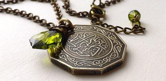 Algérien, collier de pièce de monnaie, bijoux de pièce de monnaie, pièces de monnaie, Swarovski collier, collier, collier arabe, pendentif de pièce de monnaie, vert Olivine, 1979