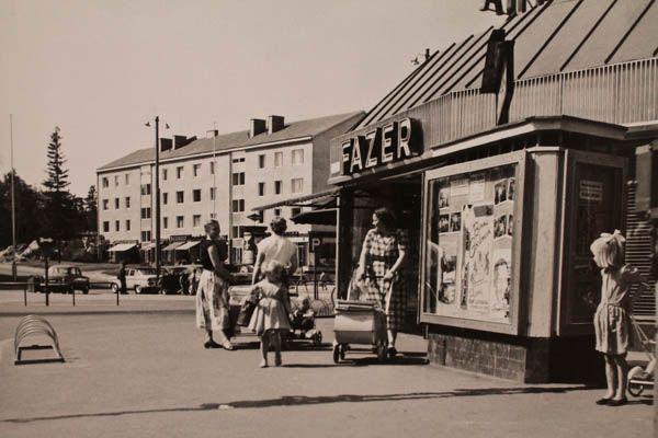 Länsi-Herttoniemessä Fazerin kahvila ja elokuvateatteri Herttua (V.S. Salokangas, 1957)Rasvaletti näyttely Hgin Kaupunginmuseo