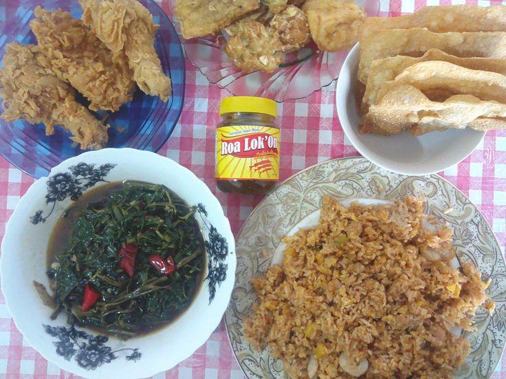 pesta makan kecil kecilan,yang penting enak,ada menu nasi goreng haw***,nasi goreng ini rasa enaknya khas