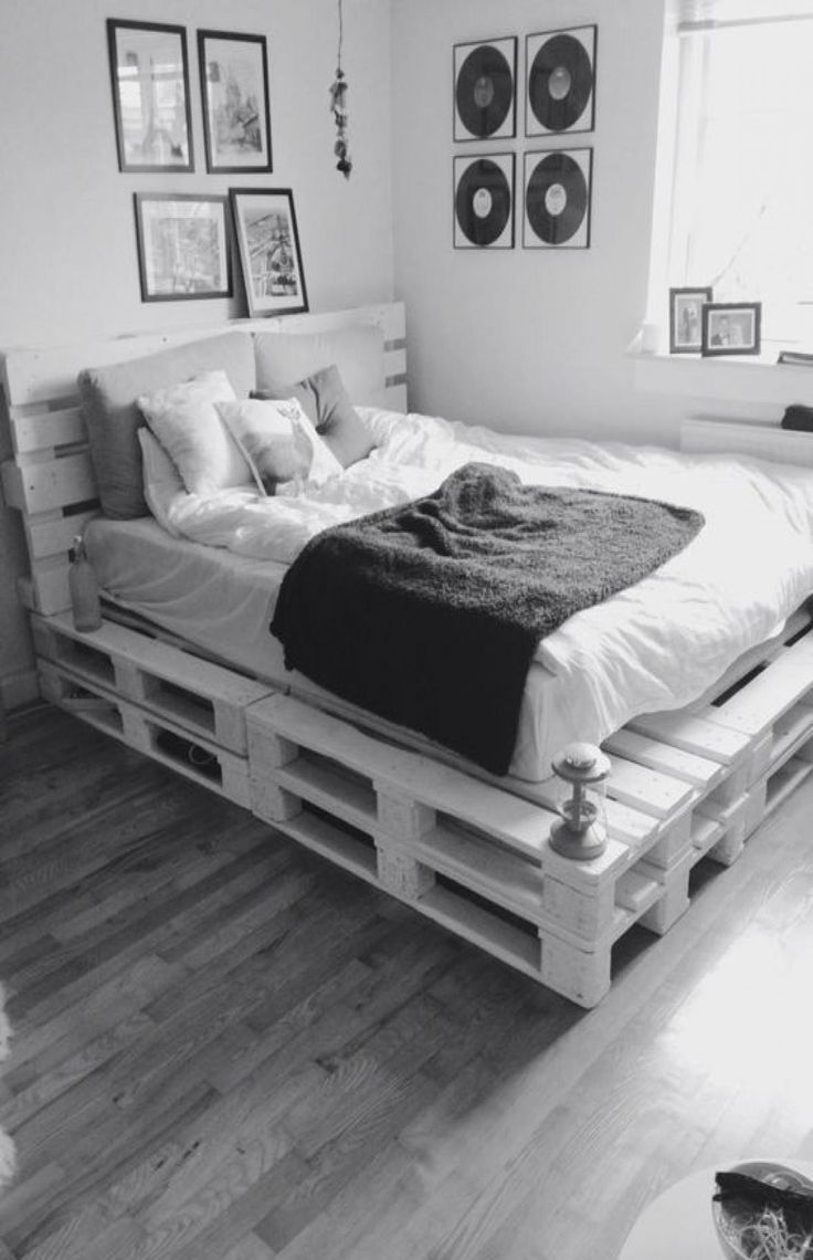 45 Awesome Minimalist Bedroom Design Ideas in 2020 | Diy ... on Pallet Bedroom Design  id=91530
