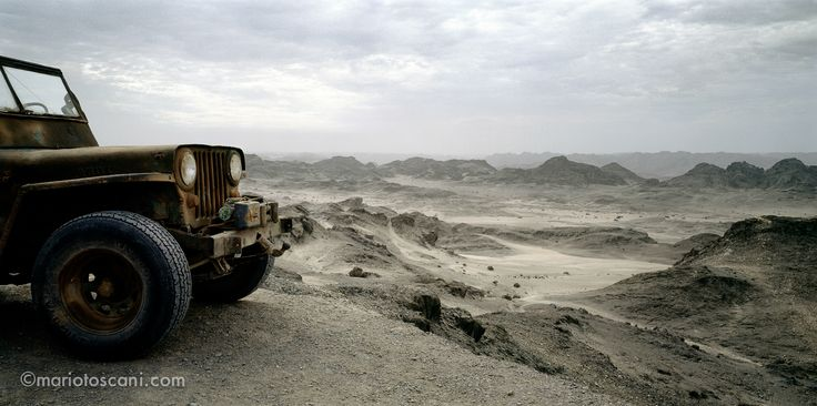 Jeep in Namibian dessert