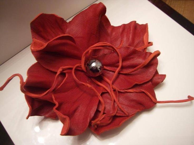 broche fleur cuir rouge H - broches - cuir-eddco.com - Fait Maison