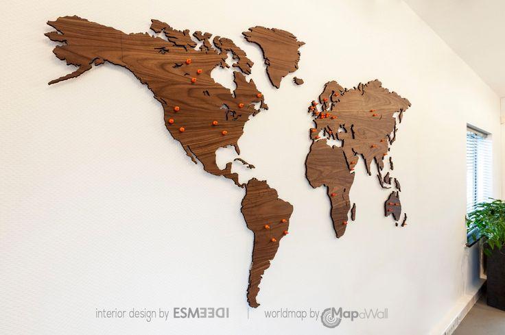 Notenhouten magnetische wereldkaart kantoor 2