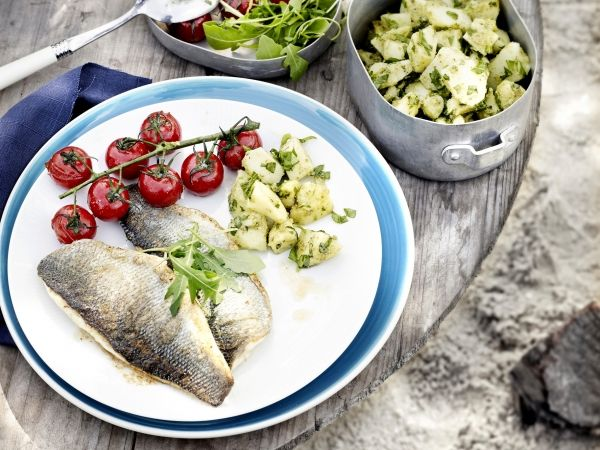 Pesto-aardappelen met zeebaars en kerstomaatjes - Libelle Lekker!