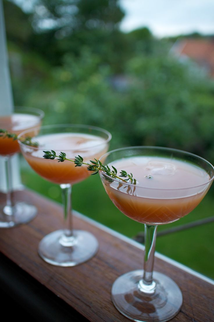 Summer in a glass 2.0 | Elderflower & grapefruit.