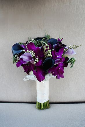 Deep purple bouquet | Photo: J'adore Studios. This is exactly what I'm thinking with a little more green or white mixed in!