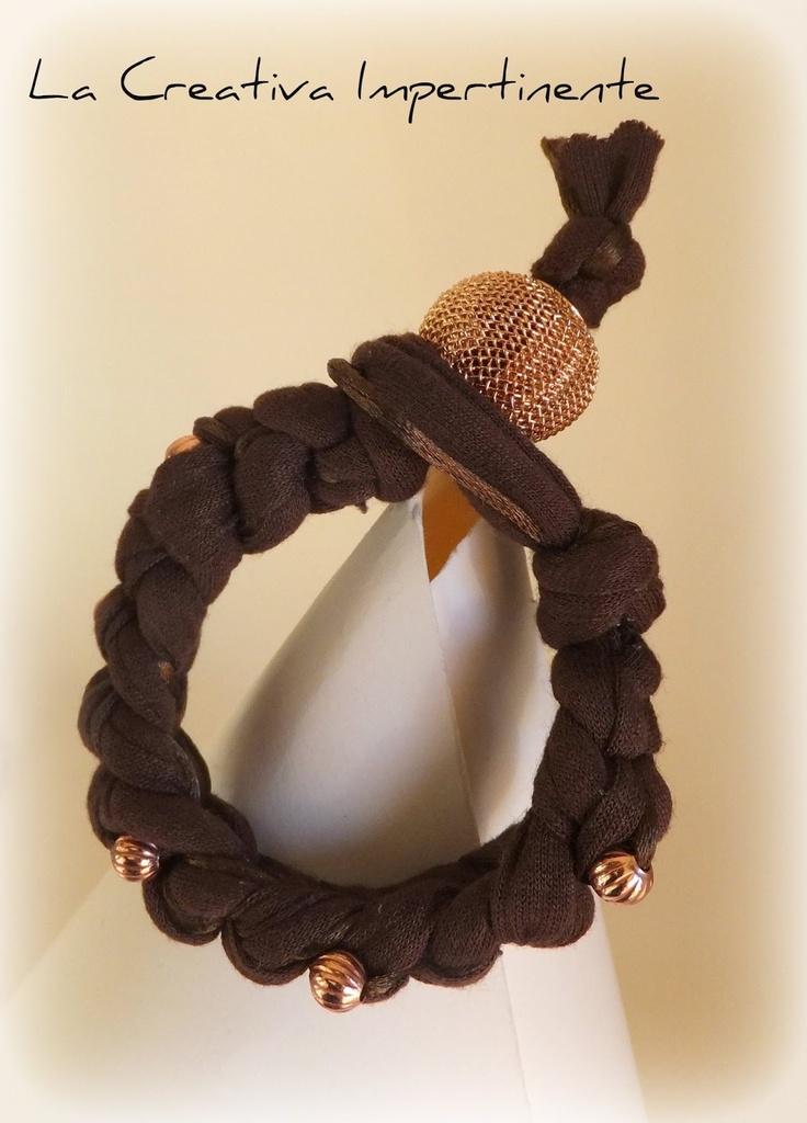 """La Creativa Impertinente: Come creare un bracciale con la fettuccia e l'uncinetto: tutorial del """"crochet bracelet"""""""