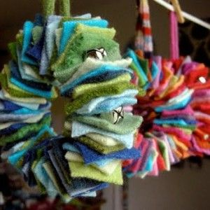 Felt ornaments ... these little wreaths are adorable! ♥