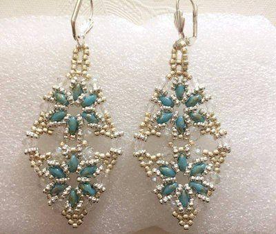 orecchini rombo color argento e blu/turchese fatti a mano