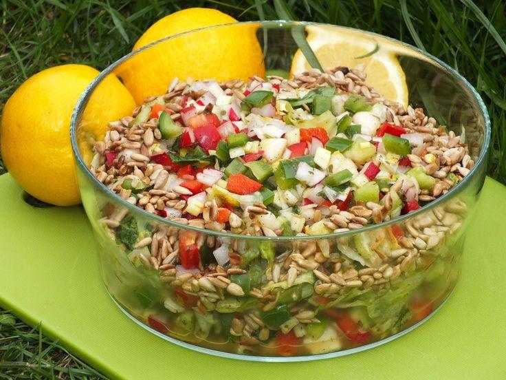 Zdrowa, chrupiąca sałatka do potraw z grilla, ale i do letniego obiadu pasuje idealnie :)