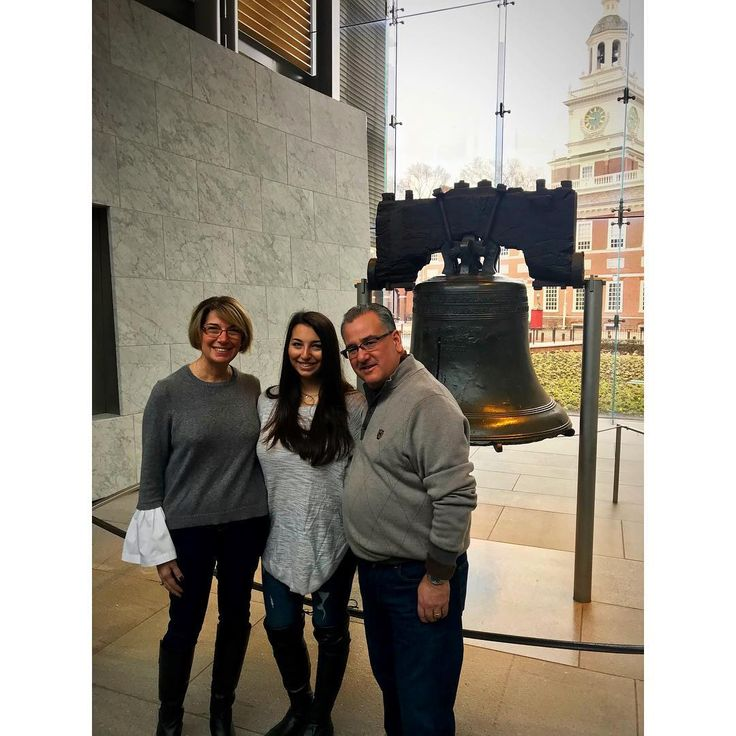 Getting touristy with the Parentals   #philly #philadelphia #independence #independencehall #tourist #family #pa #libertybell #weekend #saturday #visit #newhome #fambam #newyork