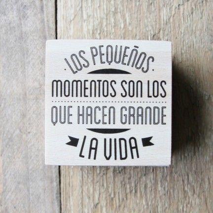 """Sello """"Los pequeños momentos son los que hacen grande la vida"""" Diseño de Mr.Wonderful. A la venta en: http://www.mrwonderfulshop.es"""