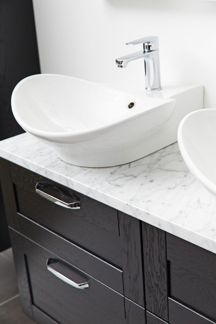 Miller London Black Vanity Unit With Carrara Marble Work Top Svart Kommod Med B Nkskiva Av