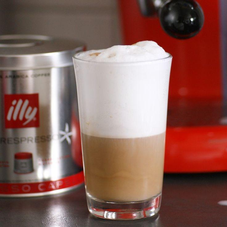 Bester Latte Macchiato ever! ❤❤❤ Dank @konsumgoettinnen darf ich die #illyx7iperespresso testen und wie ihr seht, macht die Maschine nicht nur einen perfekten Espresso sondern auch   cremigen Milchschaum für Cappuccino und Latte Macchiato  #produkttest #illyx7iperespresso #konsumgöttinnen