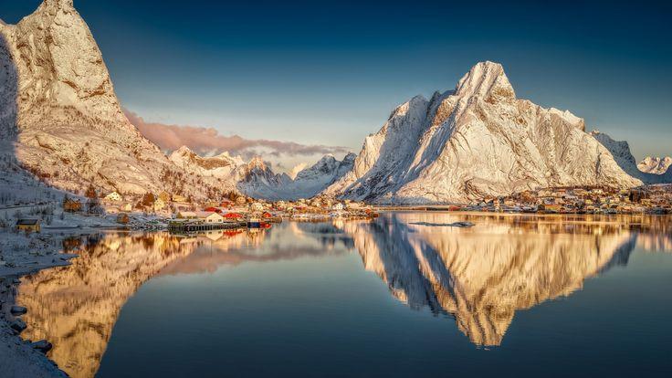 Скачать обои Лофотенские острова, отражение, горы, Нурланн, фьорд, Norway, деревня, Reine, Норвегия, Lofoten archipelago, Рейне, Nordland, раздел пейзажи в разрешении 1920x1080