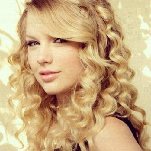 Taylor Swift Leads All Artists in Record Breaking Digital Sales Week
