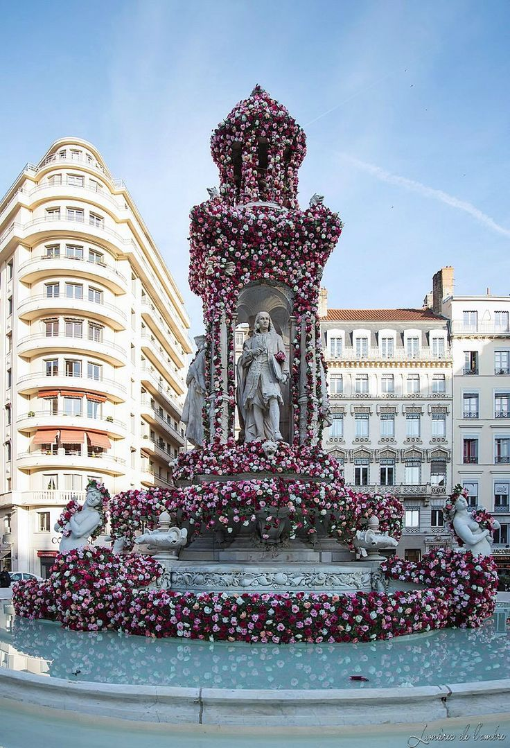 Roses festival, in May, fontaine des Jacobins, Lyon, France